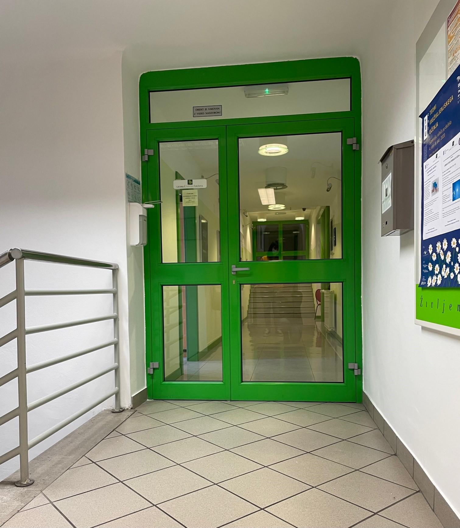 Ljudska_vhod_pisarne